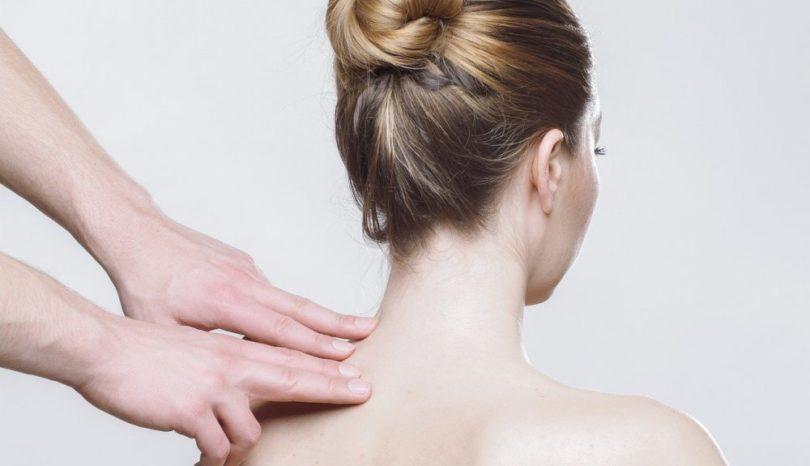 Fysioterapeut i Köping hjälper med kontorsrygg
