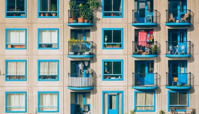 Sidohängda fönster för funktion och skönhet i huset